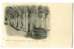 Bouche du Rhône Arles Cloître de Saint-Trophime Le Puit - Arles