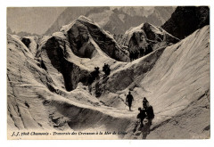 Haute-Savoie Chamonix Traversée des Crevasses à la Mer de Glace animé - Vers