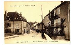 Jura Arbois Maison Pasteur et Rue de Courcelles animé - Arbois
