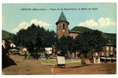 Hautes-Alpes Veynes Place de la République et Hôtel de Ville animé - Veynes