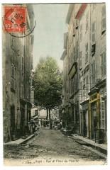 Var Aups Rue et Place du Marché animé - Aups