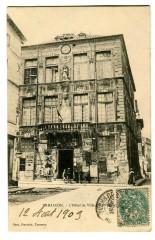 Bouche du Rhône Tarascon L'Hôtel de Ville animé - Tarascon