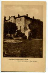 Vaucluse Sorgues Château du Grand Vaucroze Façade principale vue du parc - Sorgues