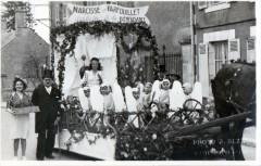 Carte Photo Fay Aux Loges Carnaval Narcisse Et Farfouillet (GROS Plan - Fay-aux-Loges