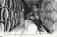 Beaune -maison Bouchard - Une cave à vins- (cpa commerce de vin - Beaune