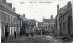 Rozoy Sur Serre La Place De Chapitre (Belle Cpa Animee - Rozoy-sur-Serre