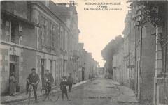 Moncontour De Poitou Rue Principale Cote Sud Ouest (cpa pas courante - Moncontour