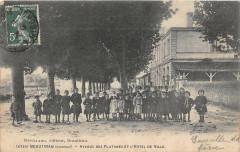 Beautiran Avenue Des Platanes Et L'Hotel De Ville (Animation Top - Beautiran