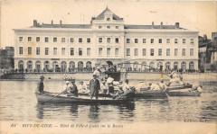 Rive De Gier Hotel De Ville Et Joutes Sur Le Bassin - Rive-de-Gier