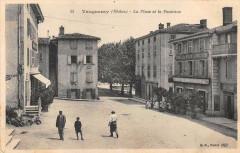 Vaugneray La Place Et La Fontaine - Vaugneray