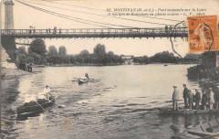Montjean Pont Suspendu Sur La Loire Et Equipes De Rameuses En Pleine Cour - Loiré