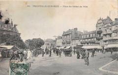 Trouville Sur Mer Place De L'Hotel De Ville (cliché pas courant - Trouville-sur-Mer