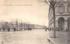 Bayonne La Place De L'Hotel De Ville (dos non divisé) - Bayonne