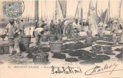 Boulogne Sur Mer Pecheurs Reparant Leurs Lignes - Boulogne-sur-Mer