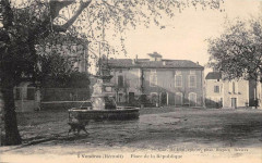 Vendres Place De La Republique  (cliché pas courant - Vendres