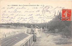 Fouras Sur La Terrasse Au Bord De La Mer - Fouras