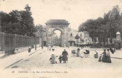 La Rue et la Porte de Paris - Nevers
