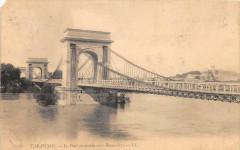 Tarascon Le Pont Suspendu Vers Beaucaire - Tarascon