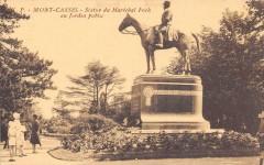 Mont Cassel Statue Marechal Foch Au Jardin Public - Cassel