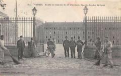 Vannes Entree Des Casernes Du 28e Artillerie Quartier Fouche De Careil - Vannes