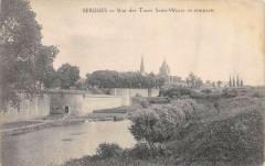 Bergues Vue Des Tours St Winoc Et Remparts - Bergues