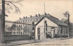 Alencon Le Quartier Valaze Cavalerie - Alençon