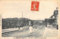 Ussel La Gare Interieur Des Voies (Train En Gare - Ussel