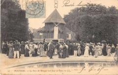 Poitiers Le Parc De Blossac Un Jour De Fere (dos non divisé) - Poitiers