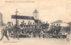 Beguios Le Dimanche Sur La Place Du Village - Béguios