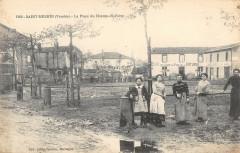 Saint Mesmin La Place Du Champ De Foire (cliché pas courant - Saint-Mesmin