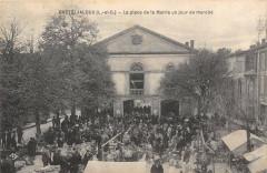 Casteljaloux La Place De La Mairie Un Jour De Marche - Casteljaloux
