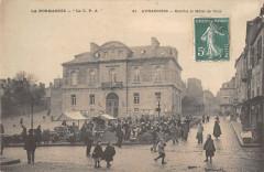 Avranches Marche Et Hotel De Ville - Avranches