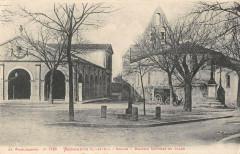 Monbahus Eglise Marche Couvert Et Place - Monbahus