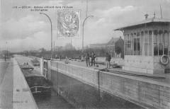 Douai Bateau Entrant Dans L'Ecluse De Dorignies - Douai