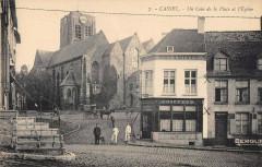 Cassel Un Coin De La Place Et Eglise - Cassel