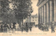 La Roche Sur Yon Un Coin De La Place D'Armes L'Eglise - La Roche-sur-Yon