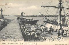 Saint Raphael Le Port Et Vue Sur Frejus - Fréjus