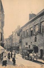 Senlis Hotel De Ville Et La Rue De L'Apport Au Pain - Senlis