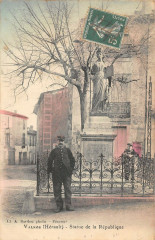 Valros Statue De La Republique (cliché rare avec le garde champetre - Valros