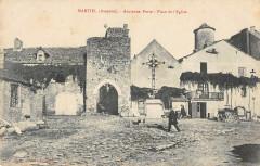 Martiel Ancienne Porte Place Eglise - Martiel