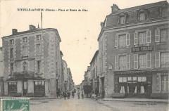 Neuville De Poitou Place Et Route De Clan - Neuville-de-Poitou