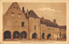 Noyers Sur Serein Ancien Hotel De La Croix Blanche - Noyers