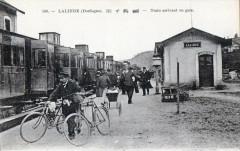 Lalinde Train Arrivant En Gare (Gros Plan - Lalinde