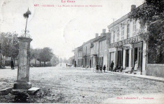 Seissan La Place Et Avenue De Masseube (cpa animée - Seissan