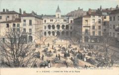 38 Vienne L'Hotel De Ville Et La Place (animée  (cpa toilée émaillée - Maillé