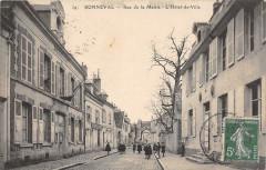Bonneval Rue De La Mairie L'Hotel De Ville (cpa animée) - Bonneval