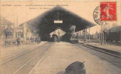 Coutras La Gare Interieure Et Arrivee D'Un Express (cliché pas courant - Coutras
