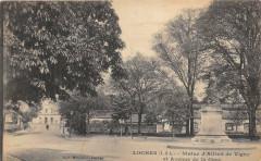 Loches Statue Alfred De Vigny Et Avenue De La Gare (cpa pas courante - Loches