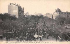 Villeurbanne La Place Un Jour De Marche La Mairie - Villeurbanne