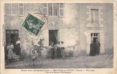 Neuville De Poitou Maison Aime Jacquault Aine Fourrages Vue De La Maison - Neuville-de-Poitou